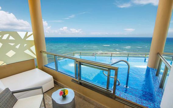 El Dorado Seaside Suites Oceanfront swim-up Suite
