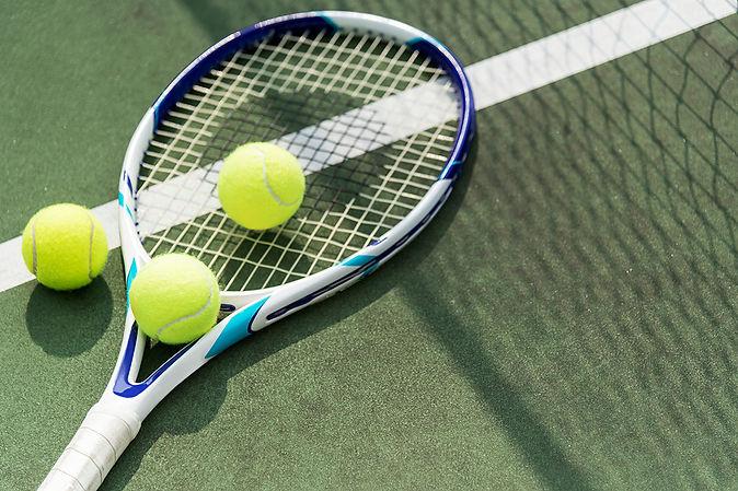 tennis-balls-on-a-tennis-court-PD45CUW.j