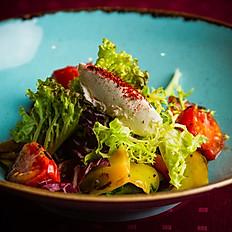 Тёплый салат из печёных овощей, трав и сливочного сыра