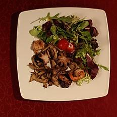 Салат из осьминогов с креветками