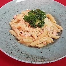 Пенне с лососем в сливочном соусе