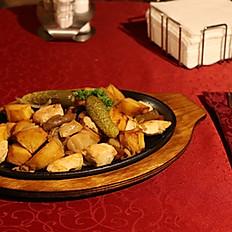 С картофелем, луком и куриной грудкой
