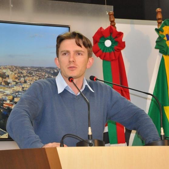 Vereador_Adrianinho_em_pronunciamento_na_tribuna_(sessão)