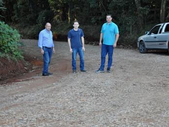 Vereador Adrianinho acompanha melhorias nas estradas do interior