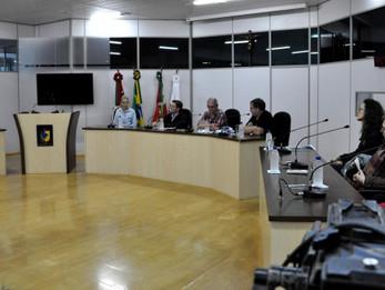Vereador Adrianinho comemora lançamento de exposição fotográfica