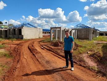 Vereador Adrianinho acompanha obras em Escola no Bairro Leandro