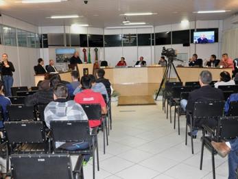 Vereador Adrianinho comemora o início da interpretação em Libras nas sessões