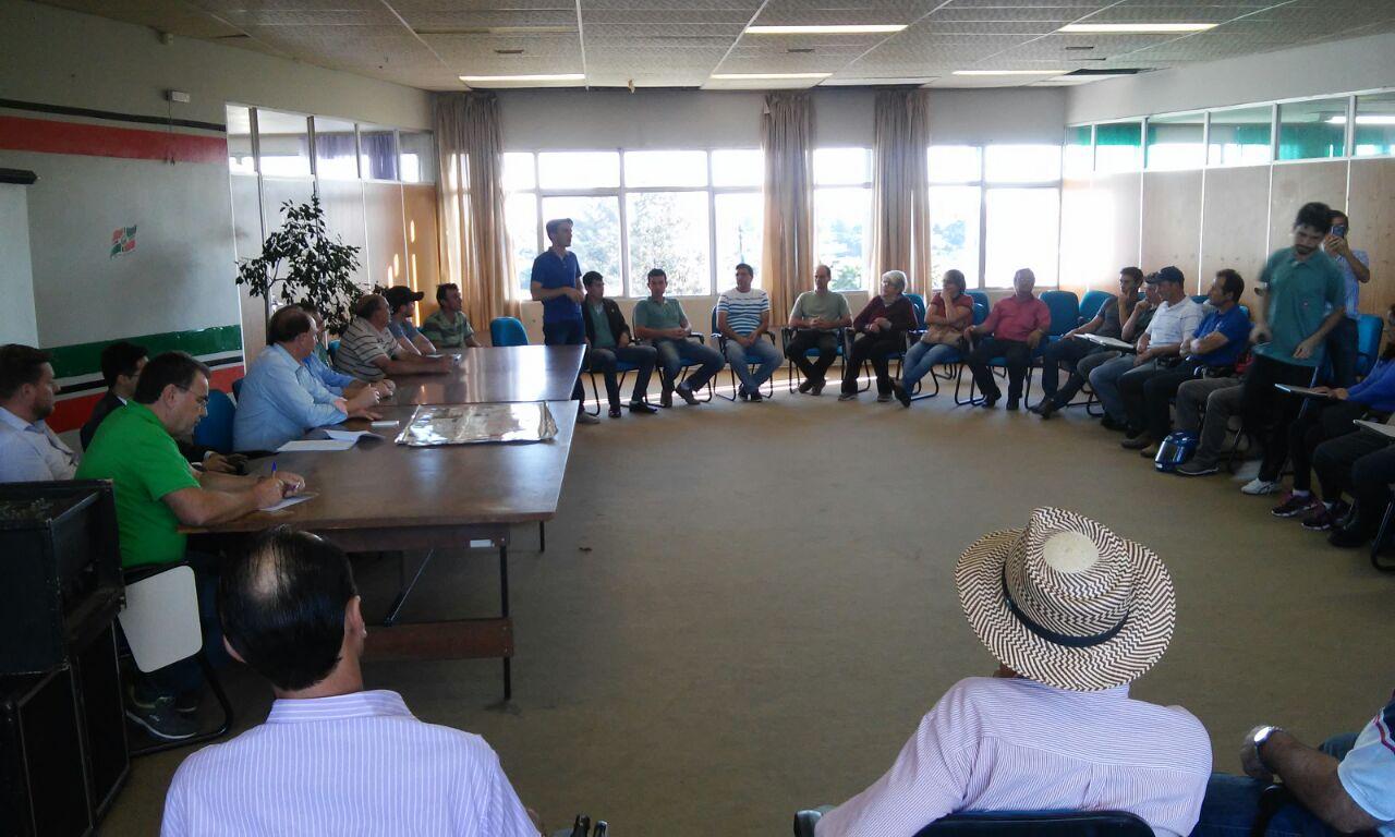 Reunião_com_agricultores_na_prefeitura_sobre_as_estradas_do_interior