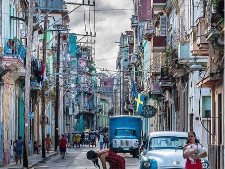 קובה , האוונה: מדוע וכיצד המכוניות האמריקאיות משנות ה50 ממשיכות לנסוע ?