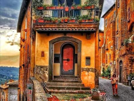 סיור בוקר בין הסמטאות העתיקות והמנהרות של העיר אורבייטו באיטליה