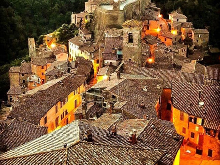 הסמטאות של סוראנו (SORNO) עיירת ימי הביניים באיטליה