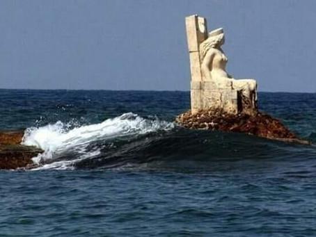 הפסל של המלכה זנוביה במפרץ נמל לטקיה , סוריה