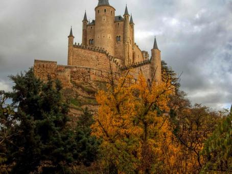 הסתיו הגיע לטירת סגוביה בספרד וגם ביקור בתוך הטירה עצמה