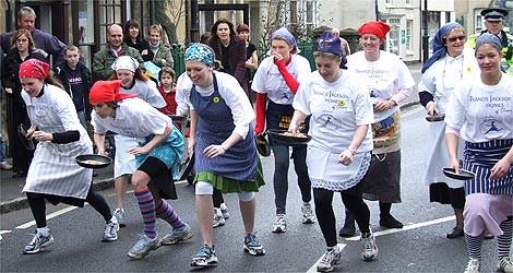 """המסורת עתיקת היומין של מירוץ הפנקייק באנגליה ובארה""""ב"""