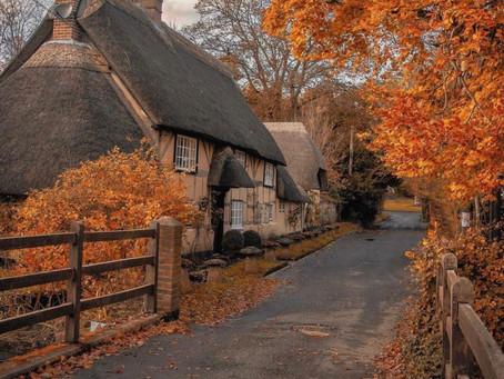הסתיו בכפר הבריטי וורוול , כפר אנגלי אמיתי שנשתמר היטב מאז ימי הביניים