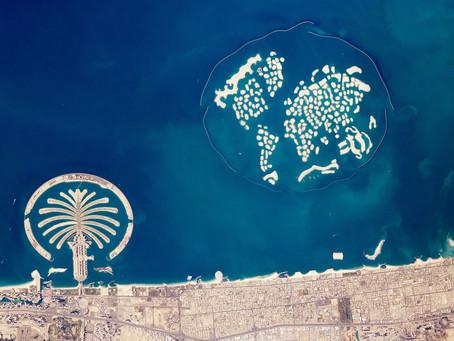 כיצד נבנו האיים המלאכותיים בדובאי , בין אי התמרים ואיי העולם השוקעים שם
