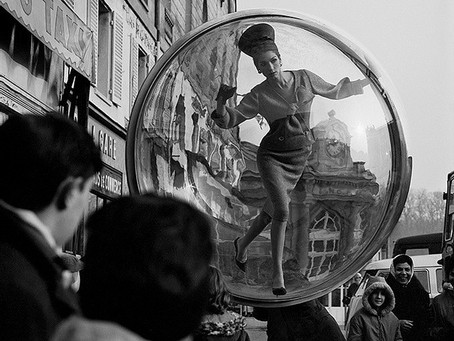 """סדרת """"הבועה"""" של  הצלם מלווין סוקולסקי,  1963"""