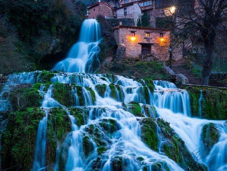לגור בתוך מפלי מים : הכפר הספרדי Orbaneja del Castillo