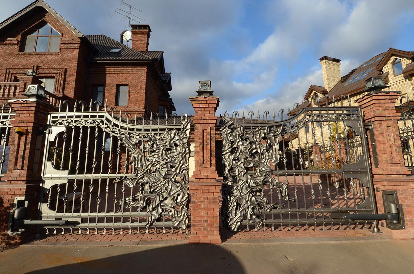 wrought-iron-gate-n10-i1-4.jpg