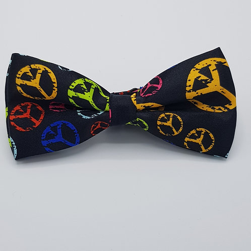 Pattern bowtie peace