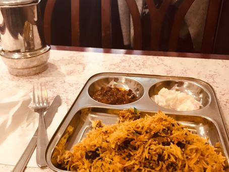 子供達へのレッスン前にインド料理にトライ