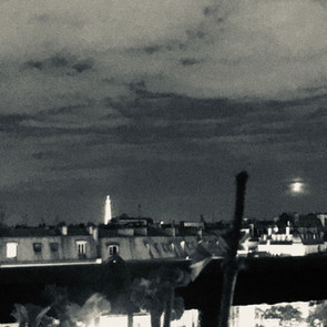 エッフェル塔と月