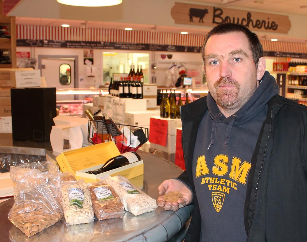 Sébastien Villeneuve, producteur d'amande à Savasse