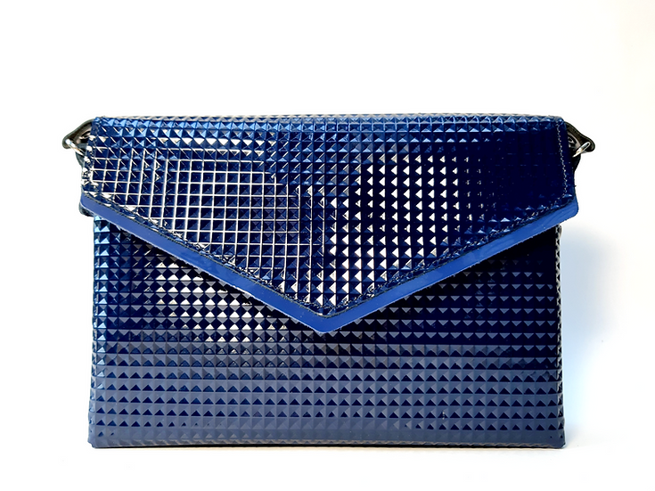 Le Very chic bleu gaufré vernis