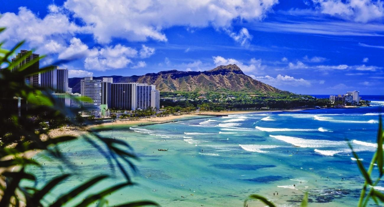 Honolulu_Hawaii_Waikiki Beach - GettyImages-178074545_super