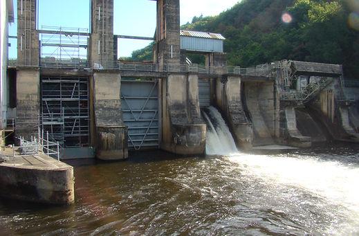 Barrage en cours de maintenance