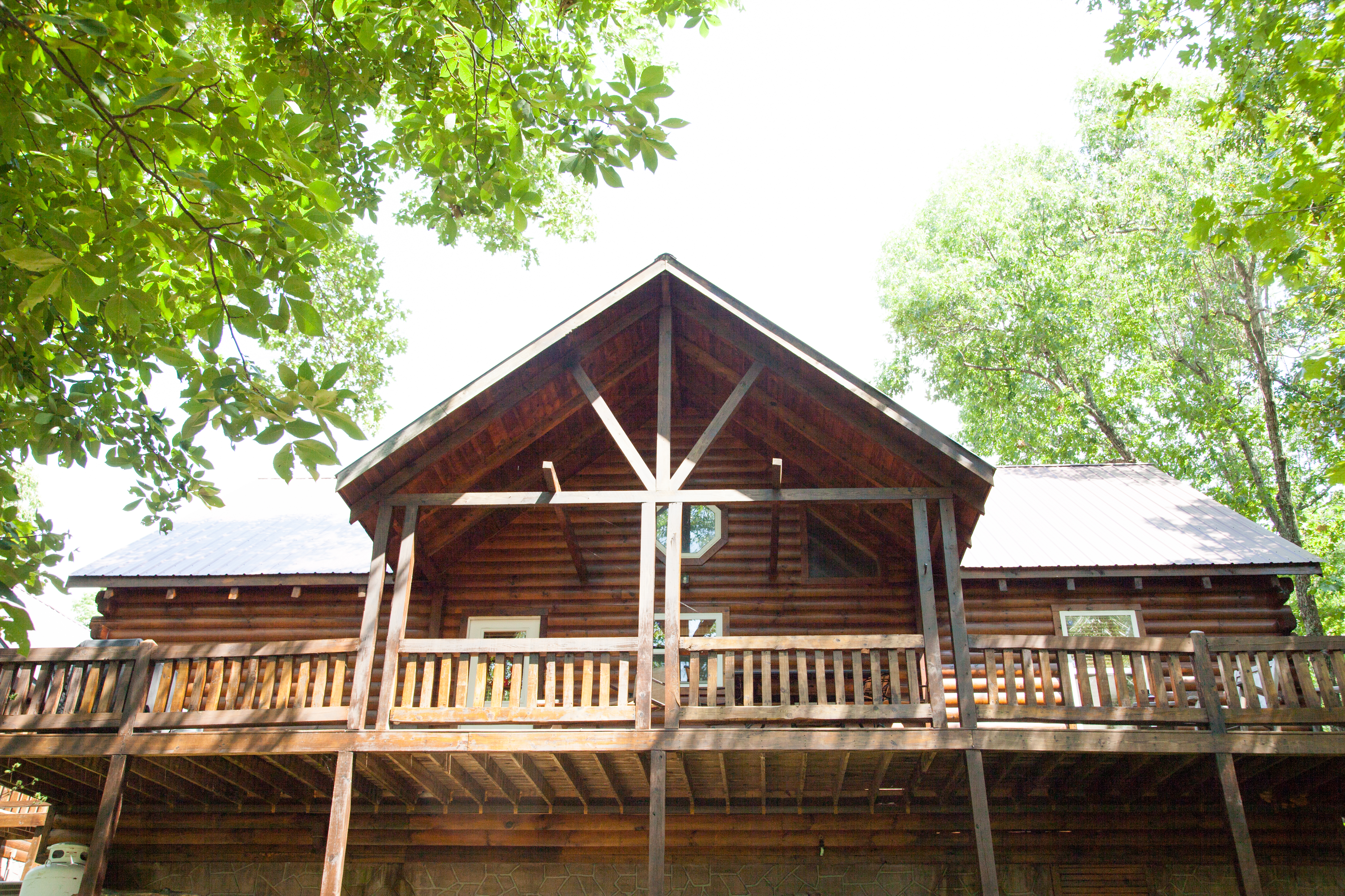 Eagle Nest Log Cabin - Branson