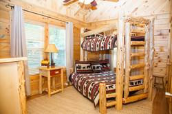 Eagle Nest Log Cabin - Branson