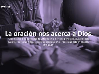 La oración nos acerca a Dios.