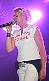 """Beim Bundestalentwettbewerb im Bielefelder Ballhaus, das Sprungbrett"""" von Orbit Musik International, belegte sie den 1.Platz. Ihr gesangliches Können wurde mehrfach mit goldenen Schallplatten und Pokalen ausgezeichnet. Seit Ende 2007 verstärkt Jutta, vor allem mit ihrer facettenreichen Stimme, die Band Livenup."""