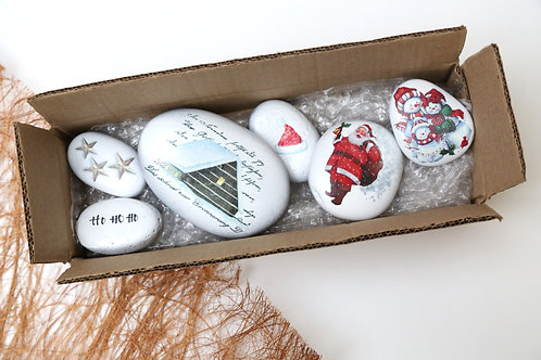 Christmas decorated pebbles - Snowy christmas theme for decorations - Stozo pebbles