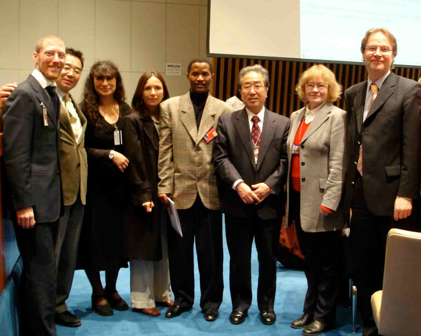 Representative of the CIR at the 7th Session of the Ad Hoc Committee for the UN CRPD. Lobbied together with deaf delegates about the rights of the deaf and people with disabilities at the UN - New York, United States - January / February 2006 - ☝ ⏎