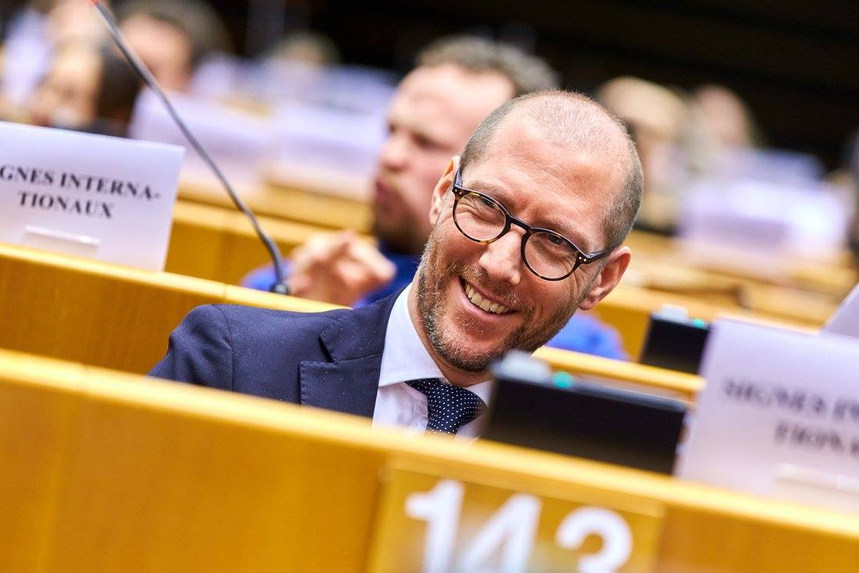 Talking with over 600 persons with disabilities from all over Europe at the European Parliament during the 4th EPPD for the International Day of Persons with Disabilities and 20 Anniversary of European Disability Forum - Brussels, Belgium - 6 December 2017 - ☝ ⏎