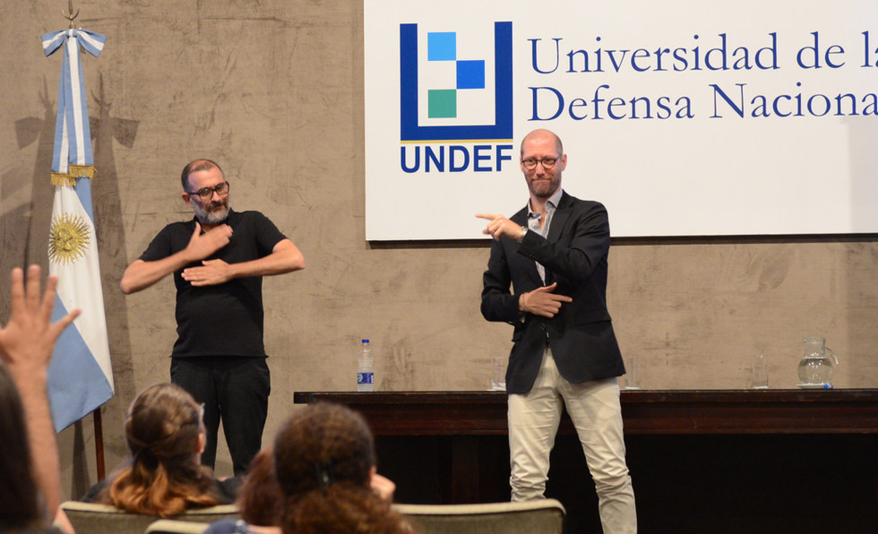 Presentation with various representatives of local associations of the deaf, government authorities, etc… - Buenos Aires, Argentina - November 2018 - ☝ ⏎