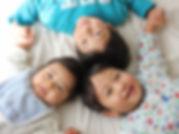 寝転ぶ三兄弟