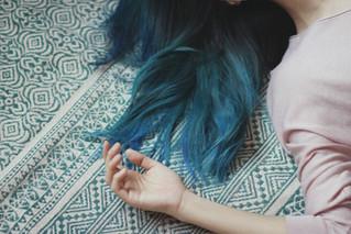 Von blauen Strähnen und Selbstliebe