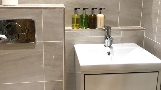 Bathroom2%20010518_edited.jpg