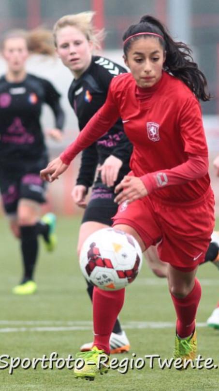 Wie is wie deel 1. Felicia van Jaarsveld, trainster Meidenvoetbalschool Twente stelt zich voor :
