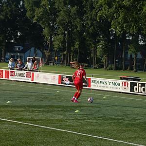 1e training Meidenvoetbalschool Twente