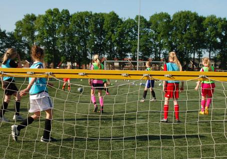 Persbericht: Meidenvoetbalschool naar Vechtdal
