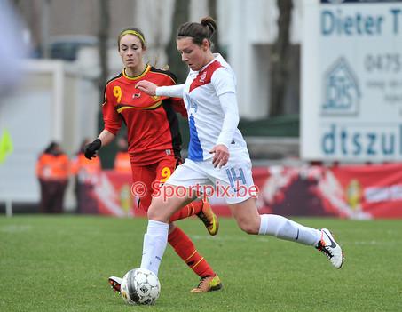 Interview Larissa met Voetbalcentraal over de oprichting van Meidenvoetbalschool Twente