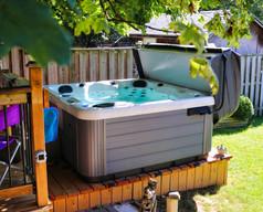 L740 Hot Tub.jpg