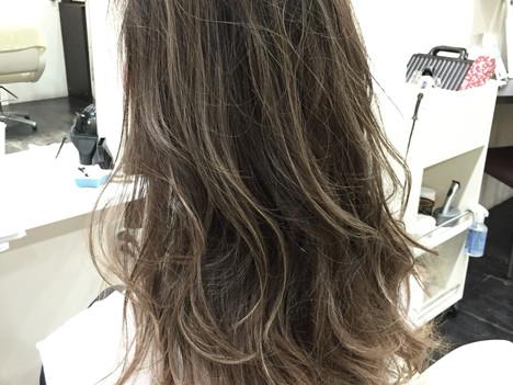 デザインカラーが得意なサロン☆大阪 南船場 美容室 ハイライト アッシュグレージュ