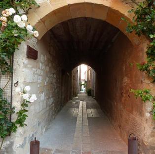 Monpazier arches