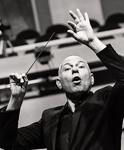 Orchester dirigieren: ein Dirigent