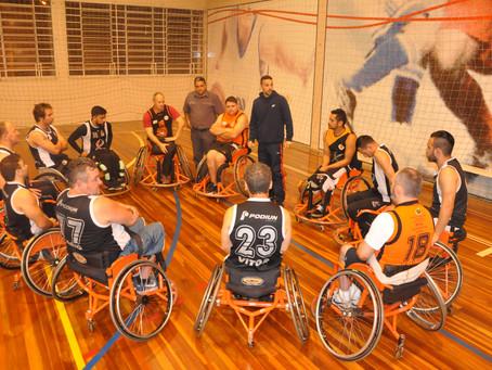 Acadêmicos de Educação Física da URI vivenciam basquetebol para cadeirantes